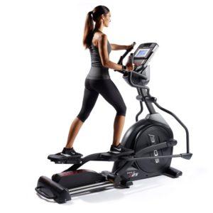 Entrenador personal para perder peso. Elíptica